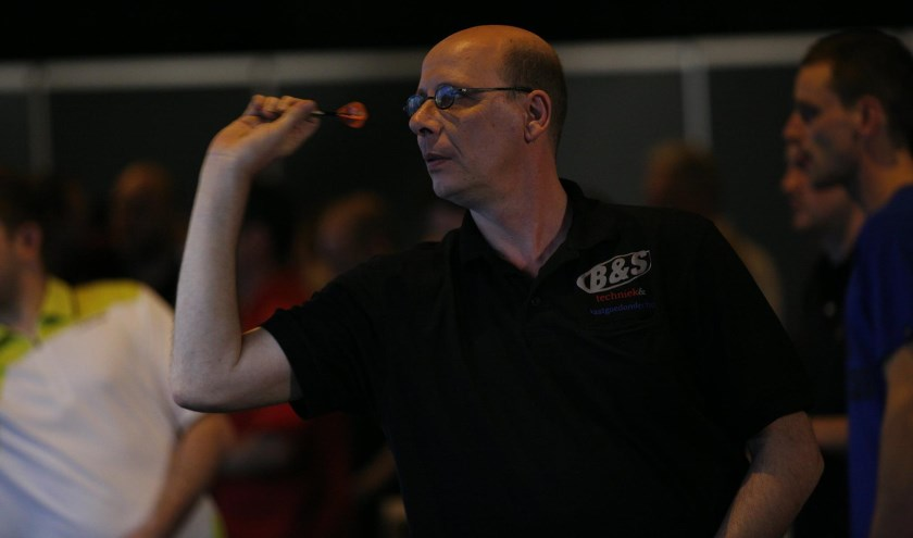 Sfeerfoto Hal Open Darts 2016: Co Stompé in opperste concentratie.