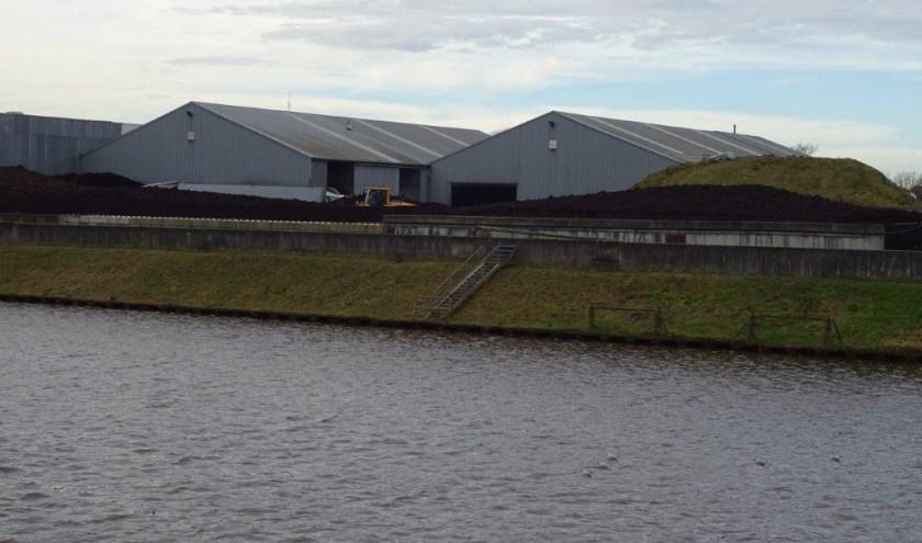Het bedrijf Topterra Holland moet ruimte maken voor de brug. Foto: Henk Willemssen.