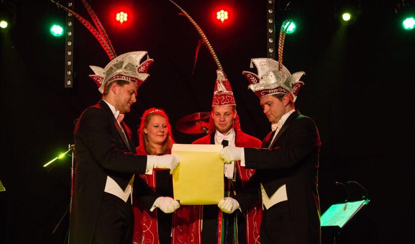 Prins Jordi I, prinses Janine en de adjudanten Coen en Jasper Moeskops. Foto: Simone Swinkels.