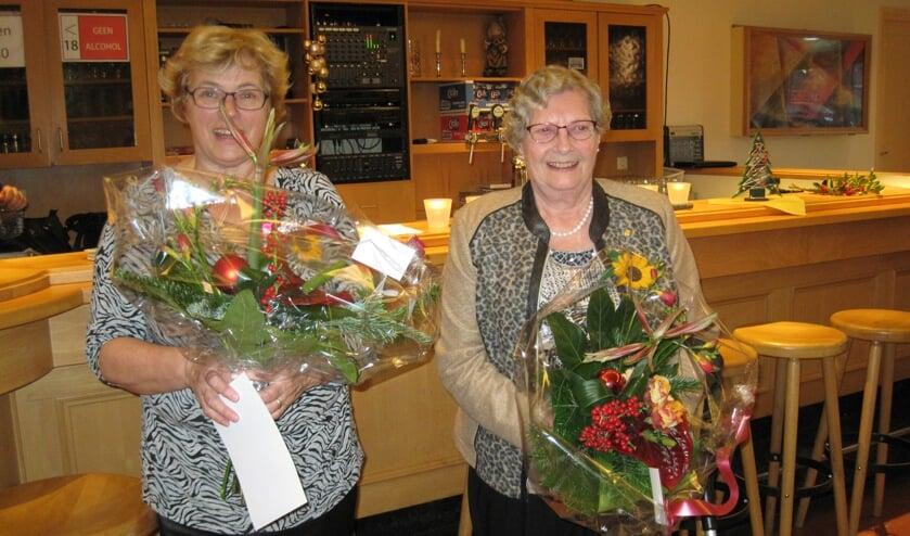 Annie Gielens en Nelly Poels werden in de bloemetjes gezet.