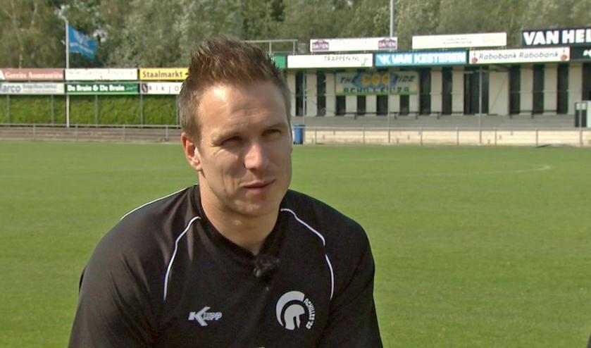 Freek Thoone (foto) werd vrijdagavond van het veld gestuurd. Ook Niek Versteegen kreeg de rode kaart.