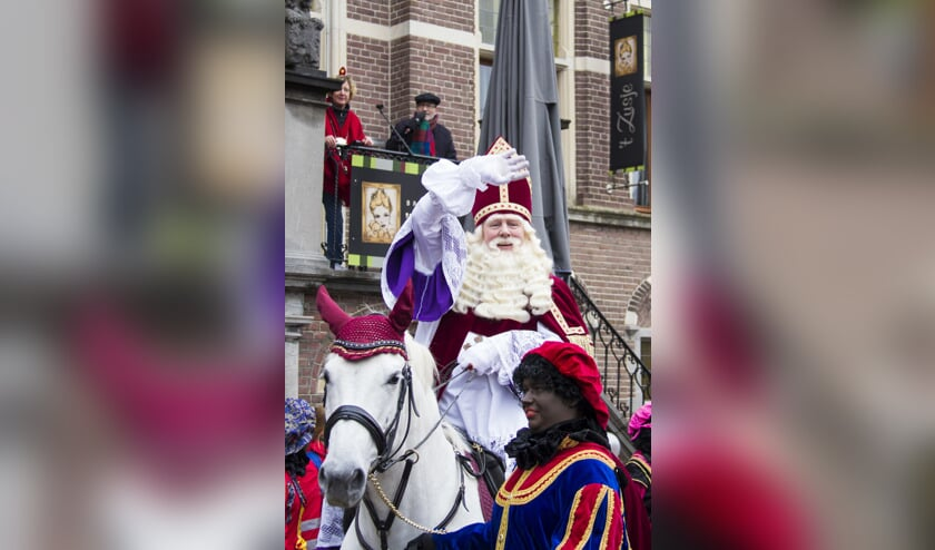 Sinterklaas was ook in 2016 geregeld in het centrum van Venray,  samen met zijn pieten.