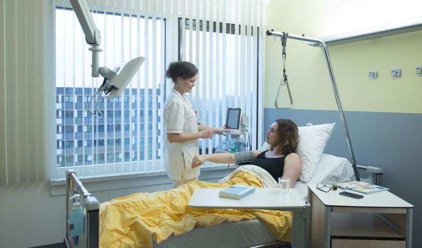 Limburgse ziekenhuizen en ROC's komen met nieuwe mbo-opleiding verpleegkundige.