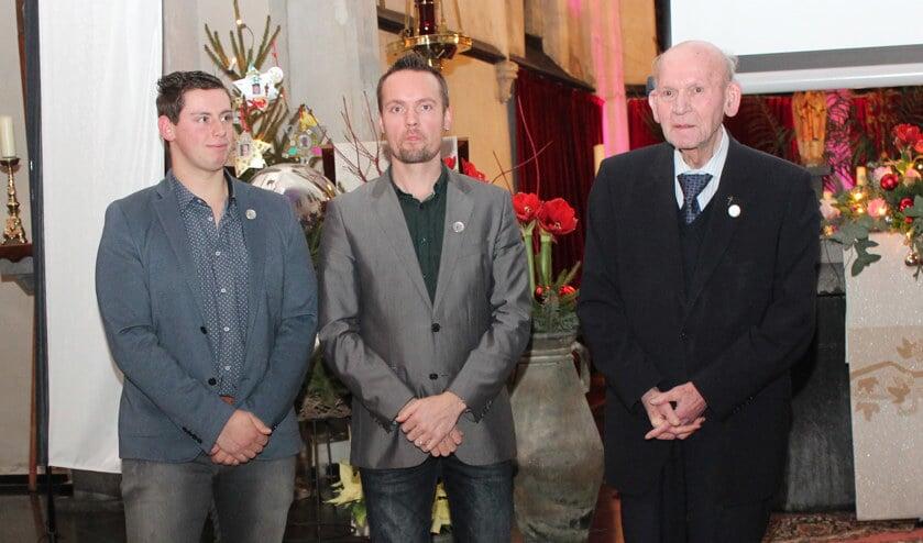 De onderscheiden ereburgers Romé Huibers (links), Bart Jeuken en pastoor Te Plate.