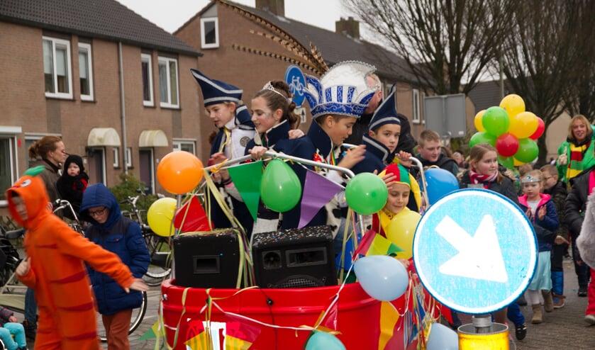 Een kleurrijke stoet trok door de straten van Landweert.