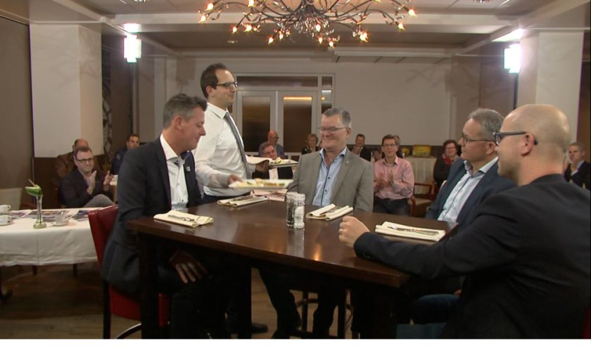 Venray in bedrijf aan tafel wordt opgenomen in Hotel Asteria.