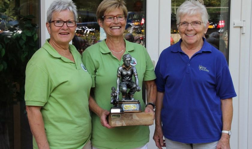 De prijswinnaars op de foto met Tilly van de Pas.