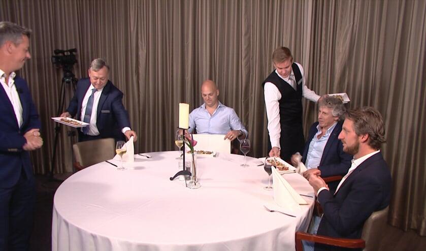 De gasten worden na afloop van de tv-opname culinair in de watten gelegd in Zaal Zeven. Foto: Audica Video.