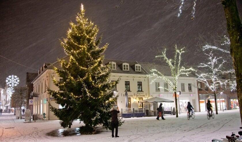 Winter in Venray, de Grote Markt in kerstsfeer. Foto: Foto Dom Melskens.