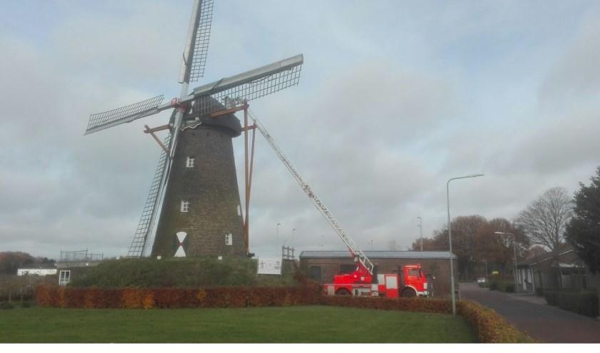 Werkzaamheden aan molen Nooit Gedacht in Merselo.