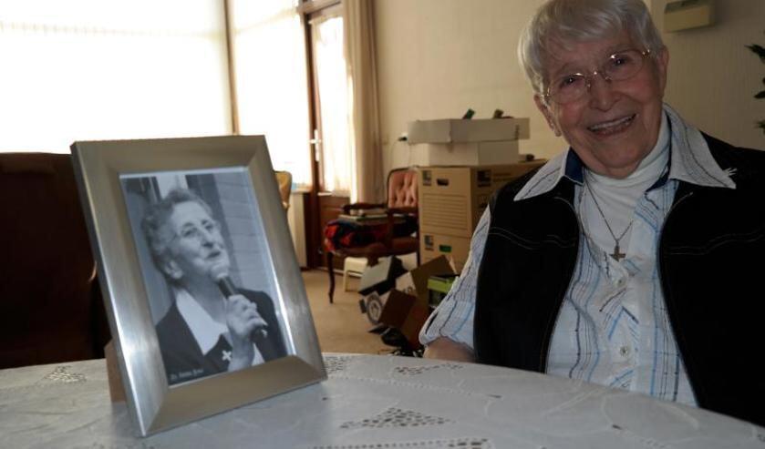 Zuster Maria Laetitiae (rechts op de foto)  is maandag overleden. Foto: archief Peel en Maas.