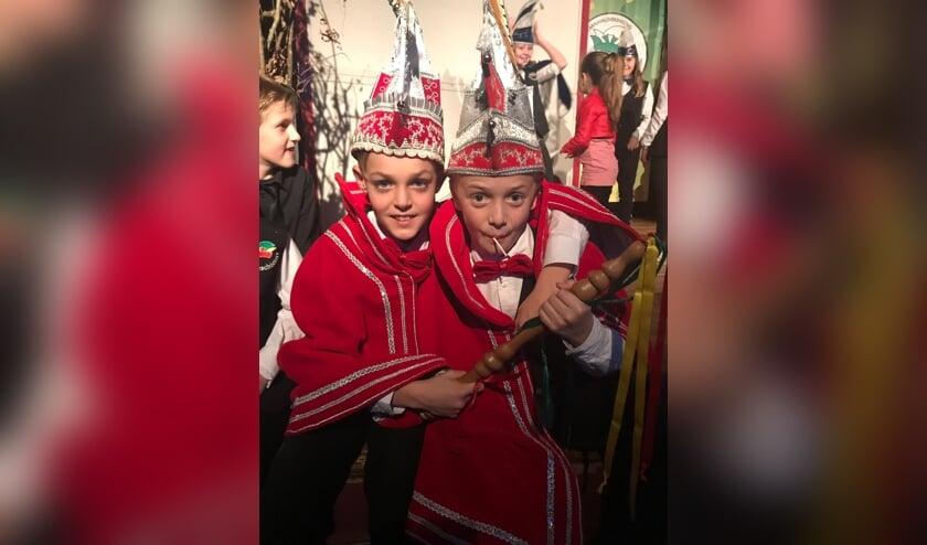 jeugdprins Cas (links) en zijn adjudant Tijn.