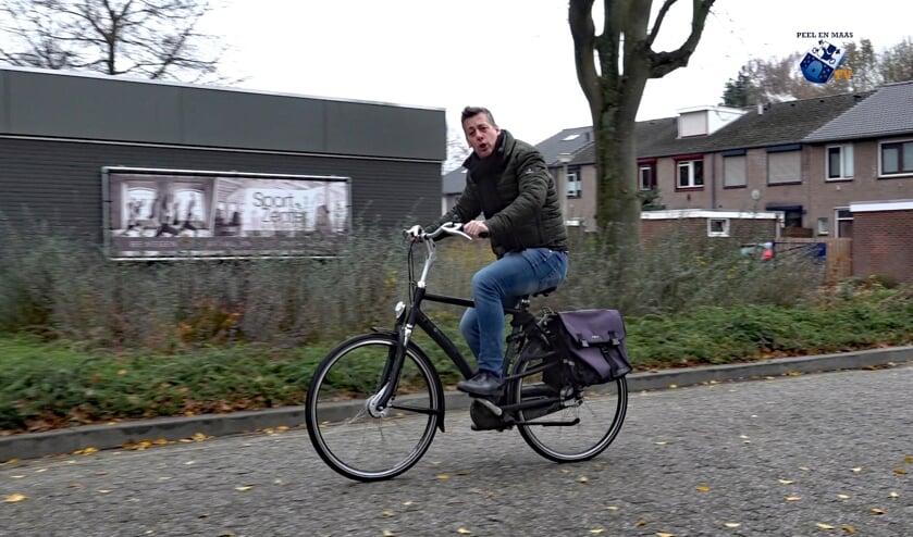 Rob van Lieshout bezocht per fiets de genomineerden van de Venrayse ondernemersprijzen. Foto: Wim Wijnhoven.