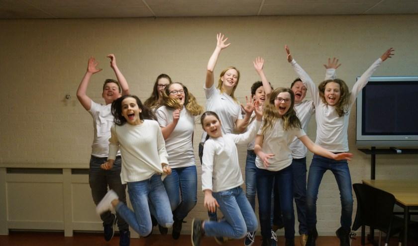De jeugdgroep van Crescendo is enthousiast bezig met de voorbereidingen.