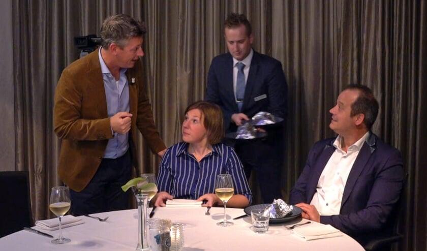 Presentator Rob van Lieshout in gesprek  met Monique Jeucken en Bart Lemmen.