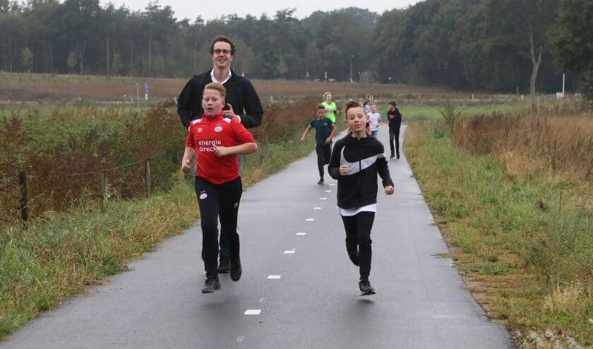 Op De Peddepoel werd op 23 september het startsein gegeven van de Daily Mile Challenge. OOk wethouder Martijn van der Putten liep mee.