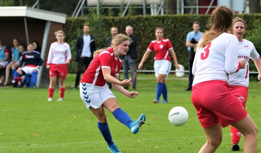 De voetbalsters van haalden zondagmiddag uit tegen Volharding: 4-1.