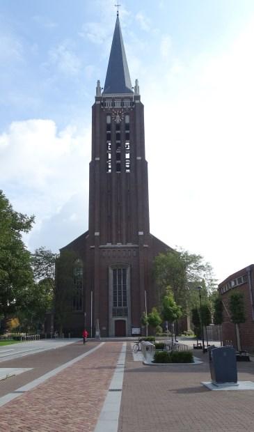 Ook de Grote Kerk in Venray kleurt op 27 november rood.