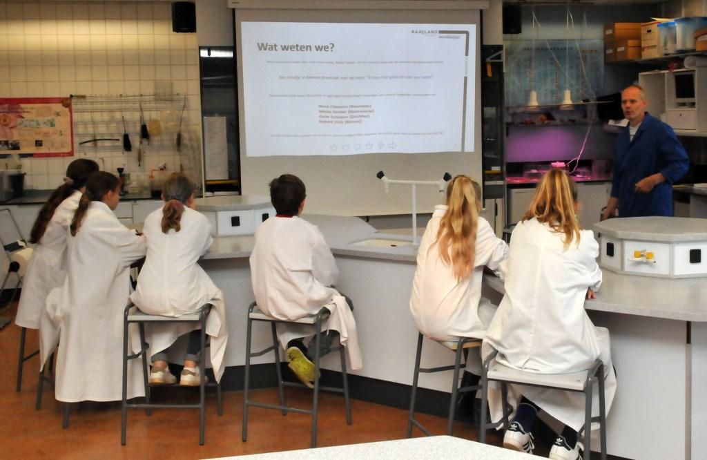 Er worden tijdens de kennismakingsdagen verschillende pakketten aangeboden.  Foto: Raayland College © Peel en Maas Venray