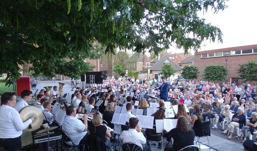 Midzomernachtconcert Euterpe met Stichting Carillon Venray afgelopen zomer.