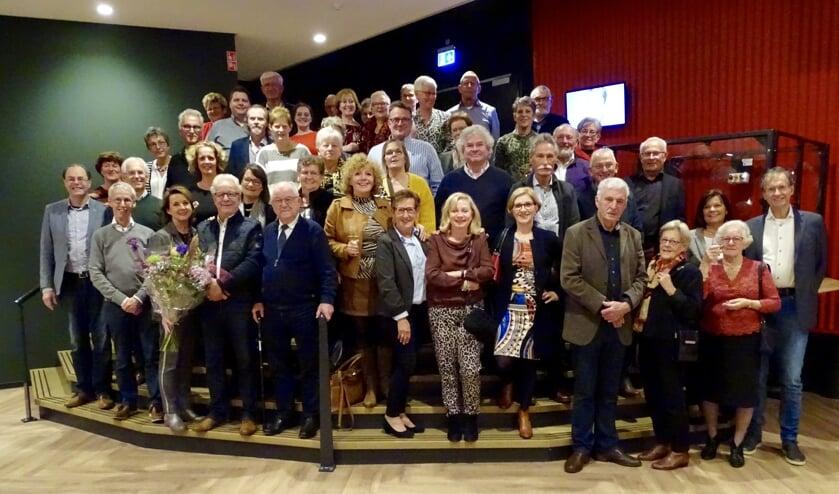 De vrijwilligers van Kapstok op de foto met Anne-Mieke Ruyten (voorste rij, derde van links).