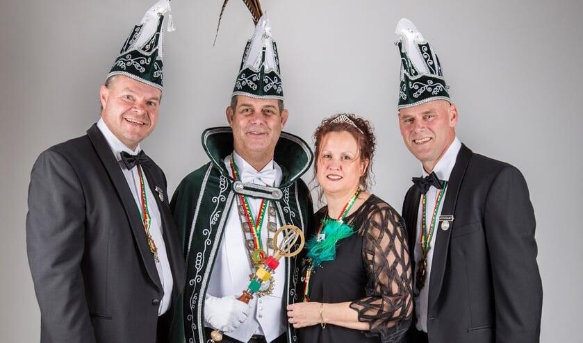 Het prinselijk gezelschap van de jubilerende D'n Bok in Swolgen.