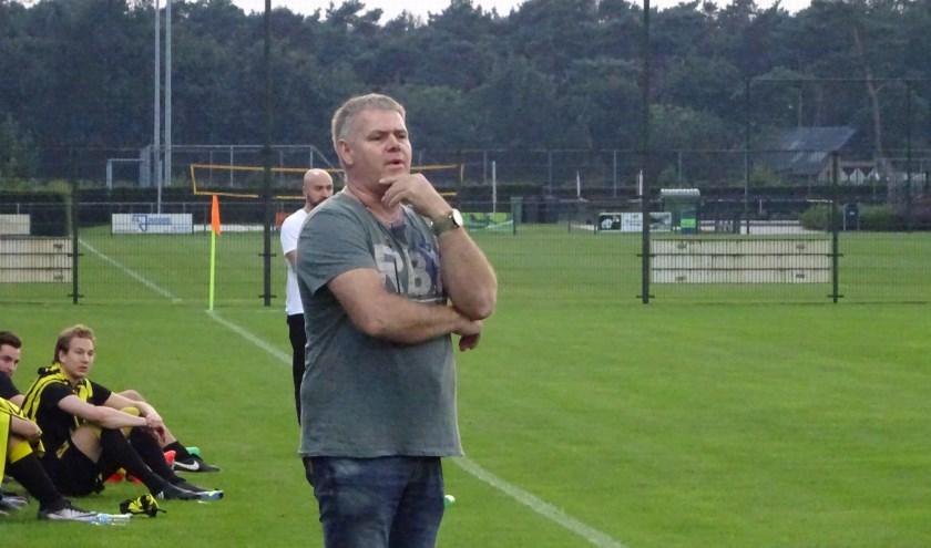 Trainer Han Friesen blijft bij Sporting ST.