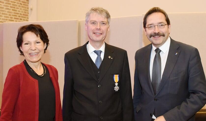 Burgemeester Hans Gilissen werd vrijdagmiddag geridderd.