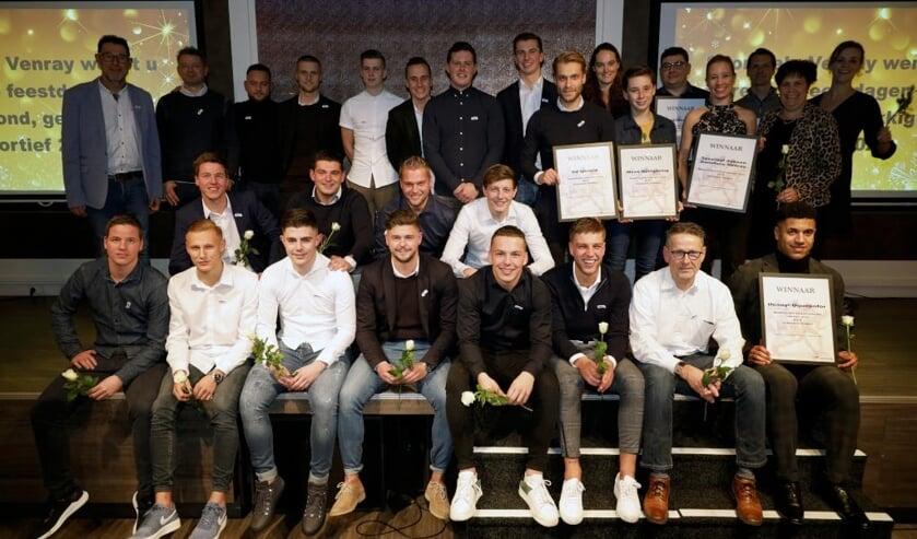 De winnaars van het Peel en Maas TV Sportgala Venray samen op de foto.