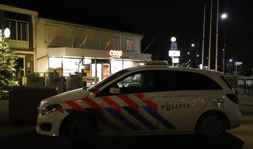 De politie is op zoek naar een man die dinsdagavond een overval pleegde op supermarkt Coop in Ysselsteyn