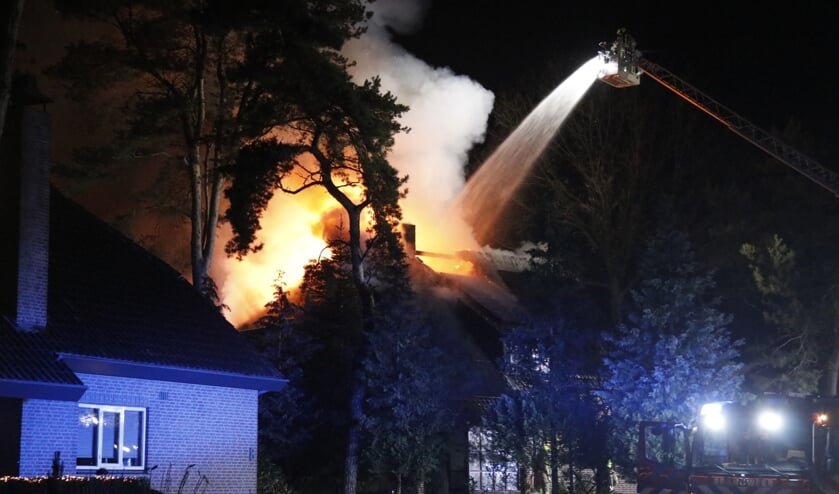 Brand heeft zaterdagochtend voor veel schade gezorgd aan een woning aan de Everestlaan in Venray.