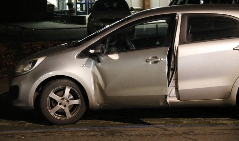 De beschadigde auto, de deur ging niet meer dicht.