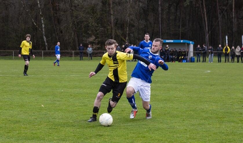 Holthees ging zondag onder stormachtige omstandigheden onderuit tegen Merselo: 0-2. Foto: Jolijn van Goch.
