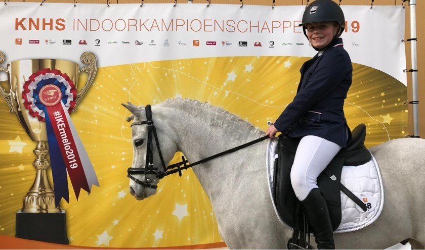 Sophie van Rooij van PC St. Jan pakte brons op het NK dressuur voor pony's.