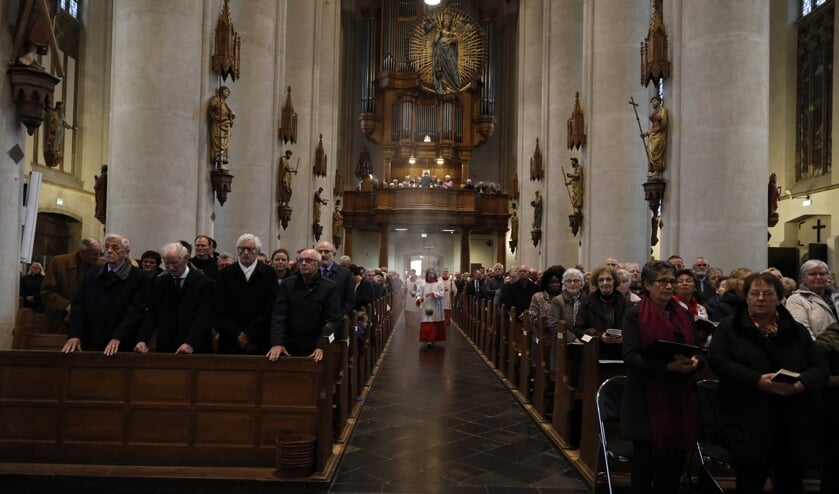 Ook de St. Petrus Bandenkerk in Venray maakt zich langzaam op voor Pasen. Met extra diensten. Foto: archief Peel en Maas.