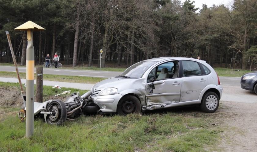 Boting tussen auto en motor, dinsdagavond op de N277 in Ysselsteyn. Foto: SK-Media.