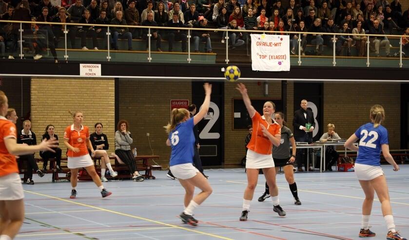 Oranje Wit verloor zondag het promotieduel met Prinses Irene: 16-18. Foto: Rikus ten Brücke