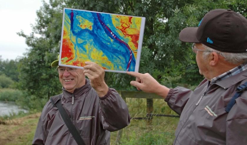 Gidsen met hoogtekaart Maas.