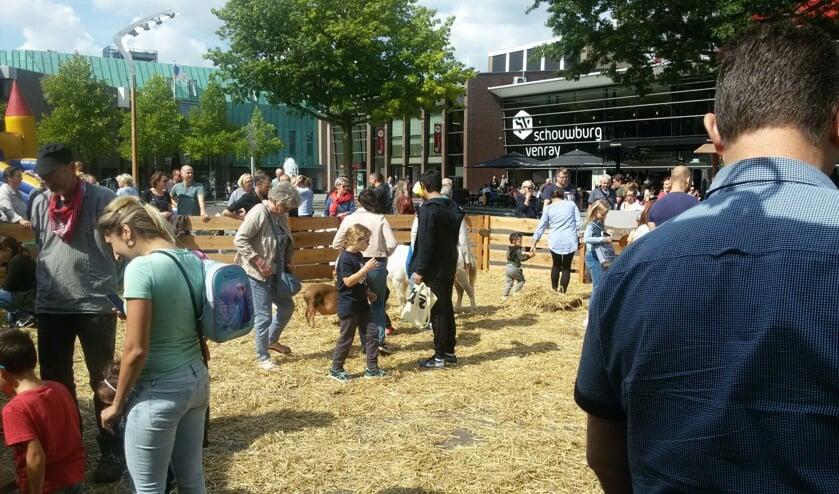 Koopzondag 26 mei: mobiele boerderij op Henseniusplein in Venray,