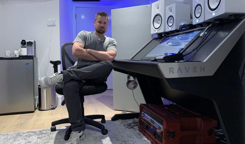 Koen Heldens timmert in zijn studio in Los Angeles flink aan de weg. Foto: Jacory Gums