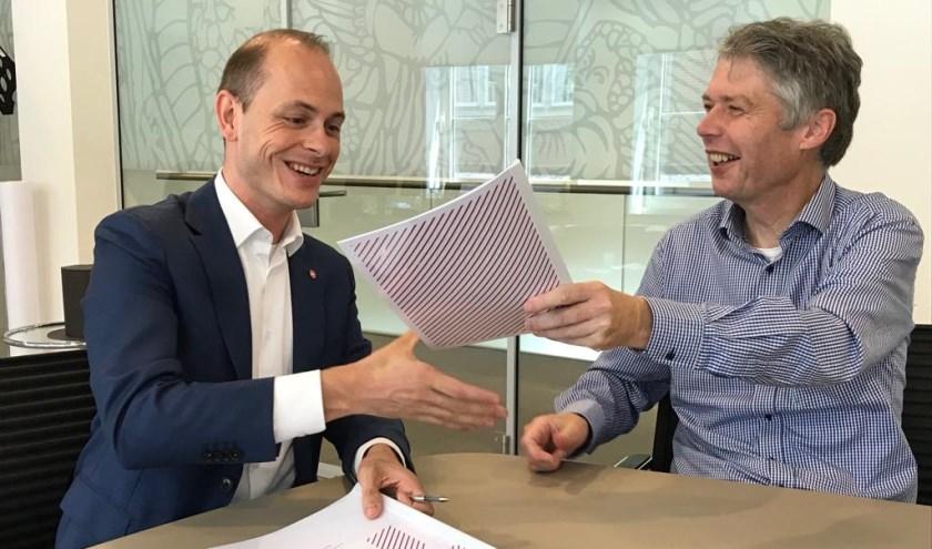 Burgemeester Hans Gilissen en Marc Janssen van M. hebben de overeenkomst woensdag ondertekend.