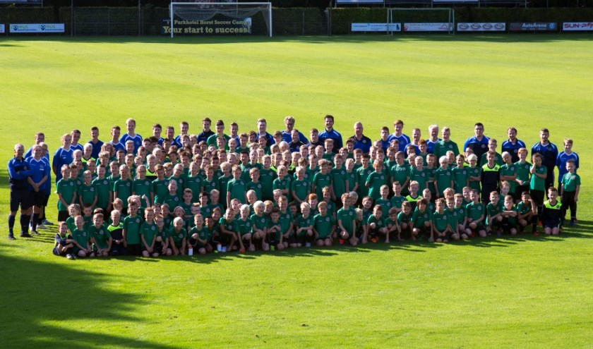 Een groepsfoto van alle deelnemers en begeleiding.