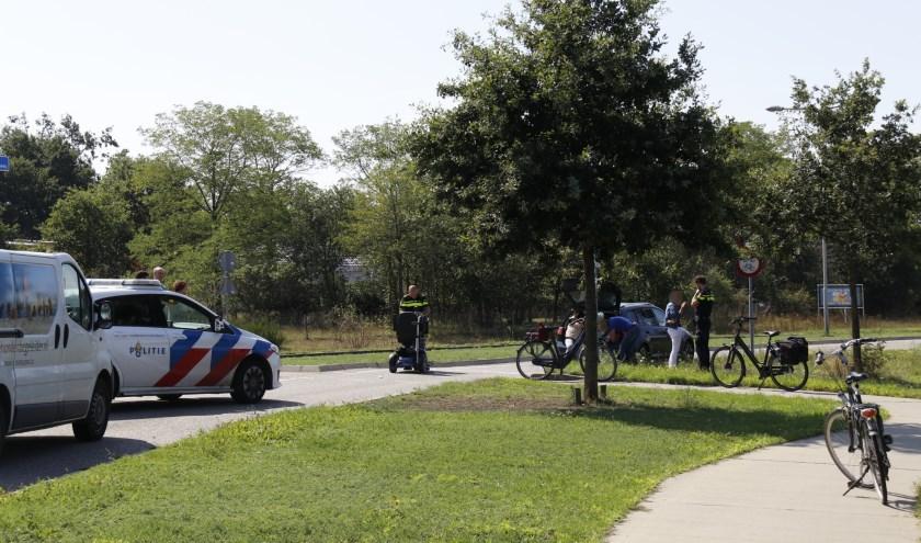 Auto botst op scootmobiel: vrouw naar ziekenhuis.