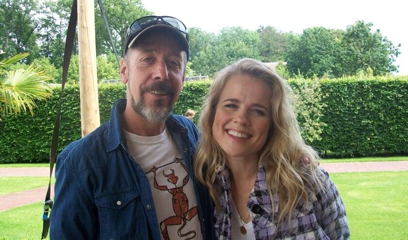 Bruno Lord op de foto met Ilse DeLange, een van de andere coaches.