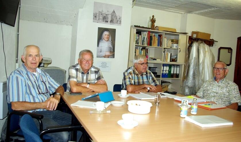 V.l.n.r.: Piet Rongen, Henk Janssen, Wim van Delft en Joos Linskens tijdens het overleg van de Historische Kring Oostrum en Spraland  met de vrijwilligers van het Historisch Platform Venray.
