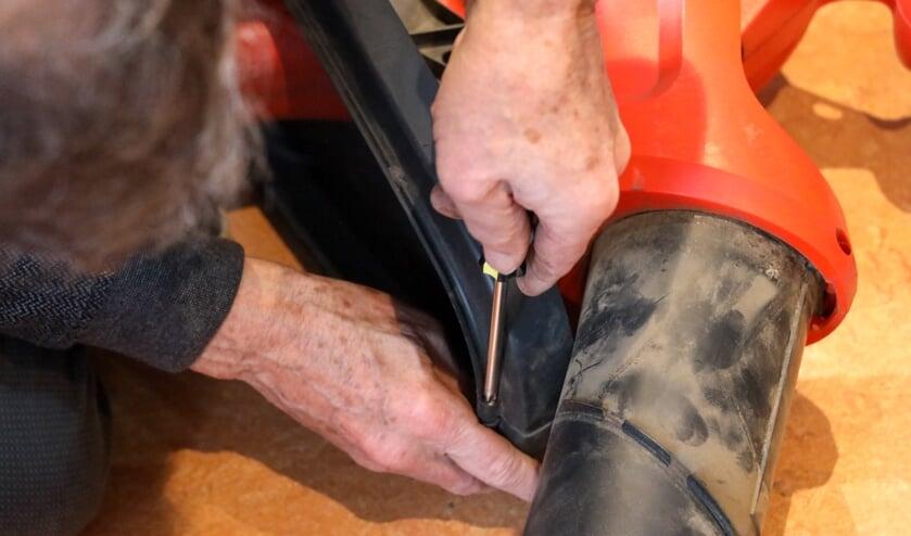 <p>De vrijwilligers van het Repair Caf&eacute; Venray zijn van alle markten thuis.&nbsp;</p>