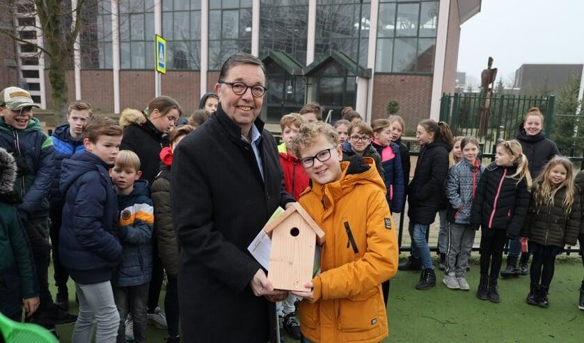 Robin Pluk hing op zijn elfde verjaardag het eerste vogelhuisje op.