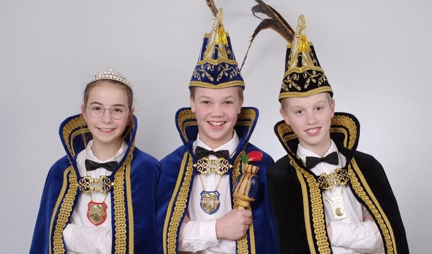 Jeugdprins Fedde I, jeugdprinses Rian I en jeugdvorst Teun.