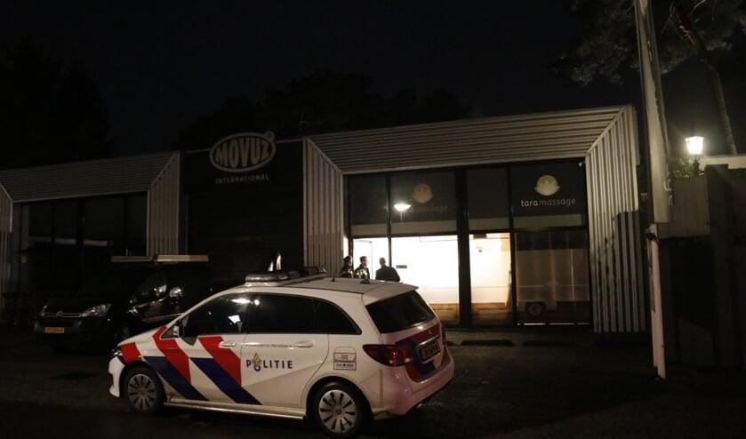 De politie zoekt getuigen van de diefstal in een pand aan de Weverstraat.