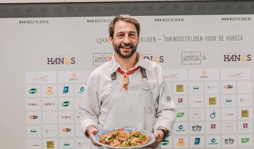 Een trotse Nederlands kampioen Edwin Hollanders van pannenkoekenhuis De Perdsta